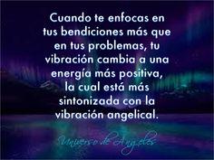 Cuando te enfocas en tus bendiciones más que en tus problemas, tu vibración cambia a una energía más positiva, la cual está más sintonizada con la vibración angelical.   #UniversoDeAngeles