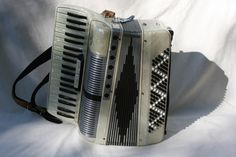 Noble Juniorette. A full 41 key/120 bass accordion in a very small size.