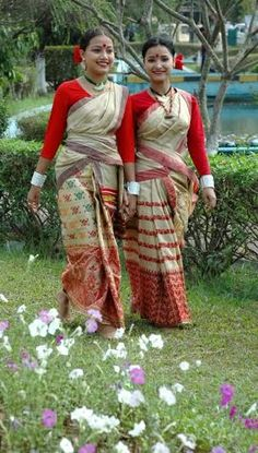 We+Are+Mesmerized+By+The+Vibrancy+Of+The+Traditional+Attires+From+The+North+East+Of+India