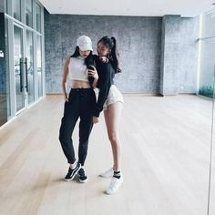 Read Ulzzang Girls 2 from the story Ulzzang Girls ♤ by JaeHwa___ (°◇'C E R E N'◇°) with 871 reads. Korean Ulzzang, Korean Girl, Asian Girl, Korean Style, Korean Fashion Styles, Asian Fashion, Sport Fashion, Girl Fashion, Fashion Outfits