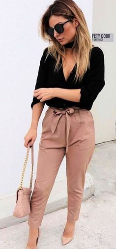 Gorgeous 37 Spring Outfits with Blush Bow Pants http://clothme.net/2018/04/26/37-spring-outfits-with-blush-bow-pants/