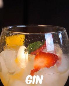 Com quem você tomaria Gin tônica lindo desse?   #bebidaliberada #gin #gintonic #gintônica #ginlovers #ginlove #drink #drinks #bartender #bartenders