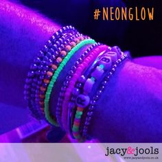 The JJ girls showing off their neon stack at the Robbie Williams #swingsbothways concert at the Phones 4u Arena the other night!   http://www.jacyandjools.co.uk/product-category/festival/  #robbiewilliams #manchester #neon #fluor #uv #glow #glowinthedark #festival #beach #party #rave #stack #armcandy #wakestock