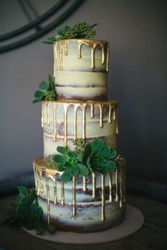 Gold Wedding Cakes Wedding cake trends for From Naked to painted Pretty Cakes, Beautiful Cakes, Amazing Cakes, Bolo Fashionista, Bolo Nacked, Cake Trends 2018, Nake Cake, Cupcake Cakes, Cupcakes