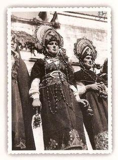 Folclore, tipismo y política. Los trajes regionales de la Sección Femenina de Falange.