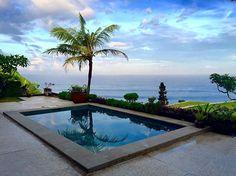 Selamat Pagi 🌴💙 Could get used to waking up to this view..... Oh hey Bali! Its good to back! #bali #nextlevel #meditate #morning #uluwatu #yoga #yay #travel #paradise #endlesssummer #gypsy #love #bangingvilla #islandlife