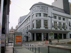 Art Deco - Rivoli Theater in Porto, Portugal Arte Art Deco, Art Nouveau, Porto City, Modern Art Styles, Age Of Enlightenment, Modern Artists, Everyday Objects, Art Deco Fashion, Facade