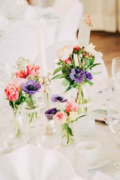 Decoration at the dinner table #wedding #weddingflowers #receptionflowers #masonjars
