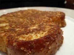 Haz tostadas francesas poniendo cereal molido en la yema del huevo ¡Tostadas francesas crujientes de canela! ¿Por qué no?