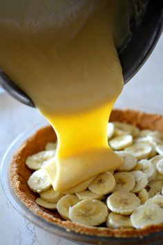 Bourbon Banana Cream Pie _ Is there a dreamier dessert out there than banana cream pie?!