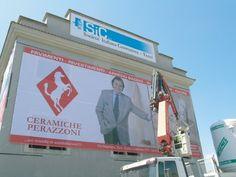 Kaos Agency - postazioni speciali - pubblicità su facciate palazzi