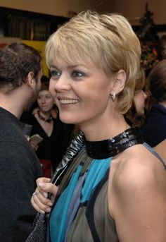 Short hairstyles and haircuts for women over 40: short haircut for round-faced women after 40