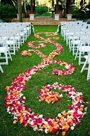 The dream of starting a new life with your partner by walking down an outdoor wedding aisles can now be realized by recreating the ideas in our gallery! Wedding Wishes, Wedding Bells, Wedding Events, Our Wedding, Wedding Flowers, Dream Wedding, Aisle Flowers, Wedding Ceremony, Wedding Stuff