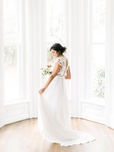 While hosting a wedding at a private estate is not a new concept, it has become a much more popular option during the Covid health crisis. Hosting a wedding at home can be a wonderful experience, but it also comes with it's own set of challenges. Here are some do's and don'ts to keep in mind if you're planning on hosting your wedding at home! Southern Wedding Inspiration, Wedding Photo Inspiration, Indoor Wedding, Home Wedding, Gold Wedding Theme, Wedding Colors, Wedding Planning Tips, Wedding Planner, Wedding Tips