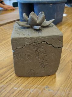 Excellent No Cost slab Ceramics box Concepts Slab-built Boxes Hand Built Pottery, Slab Pottery, Ceramic Pottery, Pottery Art, Pottery Ideas, Ceramic Boxes, Ceramic Clay, Ceramic Vase, Ceramics Projects