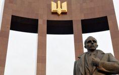 Бутусов: Кто бы что ни говорил о Бандере, это наша история, и мы обязаны ее чтить http://dneprcity.net/blogosfera/butusov-kto-by-chto-ni-govoril-o-bandere-eto-nasha-istoriya-i-my-obyazany-ee-chtit/  Почему Бандера, Пилсудский и Бегин стали политическими террористами, а сейчас в Украине, Польше и Израиле их считают национальными героями? Поражен количеством критики по поводу переименования Московского проспекта в проспект Бандеры.