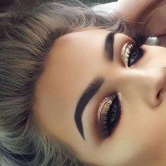 Make Up; Make Up Looks; Make Up Augen; Make Up Prom;Make Up Face; Glam Makeup, Formal Makeup, Skin Makeup, Makeup Inspo, Makeup Inspiration, Small Eyes Makeup, Makeup Eyeshadow, Makeup Brushes, Gold Eyeshadow Looks