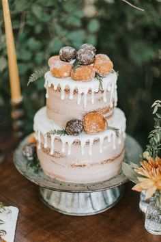Rich summer-to-fall earth tones like rustic peach and terracotta are quickly becoming some of our very fave color palettes around here, especially for all those October + November celebrations on the books. - Donut hole cake Floral Wedding Cakes, Wedding Cake Designs, Wedding Cupcakes, Summer Cupcakes, Floral Cake, Wedding Desserts, Cupcake Torte, Peach Cake, Donut Holes