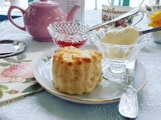 Michelle has kindly offered a Tea for Two with Scones (value: Fr. to one lucky knowitall. Scones And Clotted Cream, Tea, Breakfast, Desserts, Room, Morning Coffee, Tailgate Desserts, Bedroom, Deserts