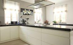 Weiße Küche Küchen Design, Kitchen Cabinets, Home Decor, Google, Small Open Kitchens, White Marble Kitchen, Modern White Kitchens, Decoration Home, Room Decor