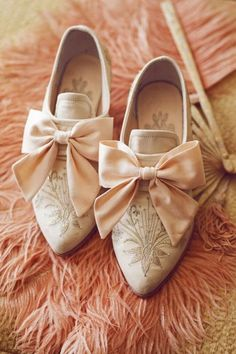53 Ideas For Vintage Style Shoes Marie Antoinette Marie Antoinette, Peach Shoes, Shades Of Peach, Pumps, Heels, Style Retro, Vintage Style, Peach Colors, Colours