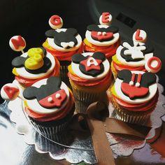 Mickey nunca deja de ser el preferido de los niños.  #cupcakes #cupcakegourmet #magdalenas #pzo #pzocity #fondant #friday #viernes #igersguayana #felizcumpleaños #poz #mickeymouse #adictoacupcakegourmet #entusmejoresmomentos