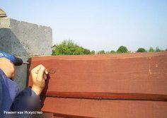 Как построить недорогой забор из необрезной доски    В этой статье представлен процесс возведения деревянного забора из необрезной доски, который не только имеет оригинальный внешний вид, и очень низкую себестоимость, но также защищён от воздействий внешней среды масляной краской на водной основе самостоятельного приготовления.    Построить забор можно практически из любого материала: из камня, металла или кирпича. Всё зависит от вкуса и финансовых возможностей хозяина. В эстетическом плане…