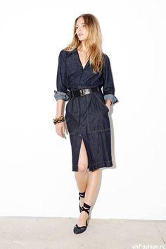 Девушка в стильном, джинсовом платье от TOMAS MAIER - лето 2015