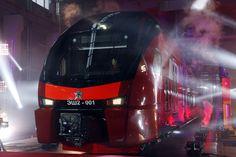 Prvi dvokatni električni vlak EŠ2 u depou Bjeloruske željezničke postaje u Moskvi. Ovakvi vlakovi će uskoro prevoziti putnike s moskovskih aerodroma do središta grada. Izvor: Mihail Đaparidze / TASS 13 studeni 2014.