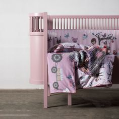 """Comfortable bedding from Sebra, with motives from the """"Farm"""" series.This set includes a bed sheet and pillow sheet to boys or girls in amazing pastel . Cot Bedding, Linen Bedding, Design Shop, Bleu Pale, Pastel Roses, Baby Jogger, Kartell, Beds Online, Kili"""