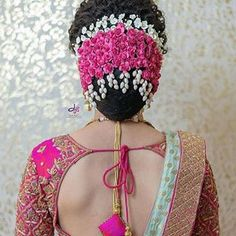 Image may contain: one or more people South Indian Wedding Hairstyles, Bridal Hairstyle Indian Wedding, Bridal Hair Buns, Bridal Hairdo, Saree Hairstyles, Ethnic Hairstyles, Elegant Hairstyles, Bride Hairstyles, Black And Silver Eye Makeup