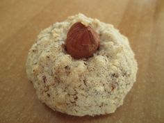 Recipes Snacks Baking Hazelnut macaroons, a very tasty recipe from the Cookies & Cookies category. Easy Smoothie Recipes, Easy Cookie Recipes, Baking Recipes, Snack Recipes, Dessert Recipes, Desserts Français, French Desserts, French Recipes, Macaroons