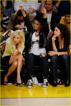 3abb9aafa6d Rihanna Brings Lakers Luck  Photo Rihanna attends Game Two of the 2009 NBA  Finals at Staples Center on Sunday night (June in Los Angeles.