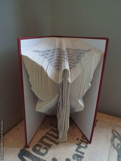 Book folding pattern of an Angel .Free simple introduction to cut and fold teddy pattern included ! Folded Book Art, Paper Book, Paper Art, Paper Crafts, Cut Paper, Book Folding Patterns Free, Book Page Crafts, Papier Diy, Angel Crafts