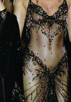 "Bob Mackie Oscar dress for Cher - ""Moonstruck"", 1988 Oscars 2000s Fashion, Runway Fashion, High Fashion, Fashion Outfits, Womens Fashion, Bob Mackie, Cher Costume, Cher Photos, Vintage Mode"