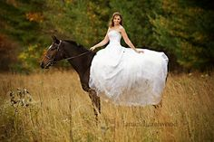 i want wedding pics like this with my horse(: