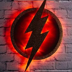 Luminária The Flash. DIY luminária geek The Flash fácil. Nerd Decor, Game Room Decor, Deco Gamer, O Flash, Deco Led, Geek Room, Geek Wedding, Quirky Home Decor, Room Themes