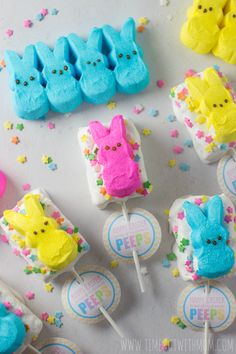 These PEEPS® Rice Krispies Treats Pops are a fun and easy Easter treat for everyone to share!We love Rice Krispies Treats and actually purchase them in bulk (don't judge me). The kids love them and…