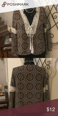 ❤️❗️NEW Romeo & Juliet Couture! Bell sleeve! 🔥🔥 Romeo & Juliet Couture multi color, bell sleeve with tie lace! Elegant and Vintage 70's look! Size Medium 🌼🔥❗️❗️❗️ Romeo & Juliet Couture Tops Blouses