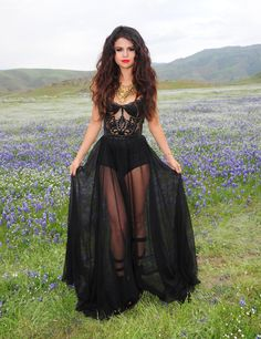 Street Style Chic - A darling Selena in a beautiful garb