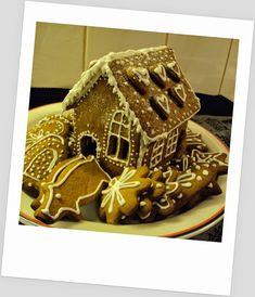 #piparkakkutalo #gingerbreadhouse Gingerbread, Desserts, Food, Tailgate Desserts, Deserts, Ginger Beard, Eten, Postres, Dessert