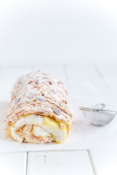 citron marengs roulade - lemon meringes roulade - opskrift (Recipe in Danish)