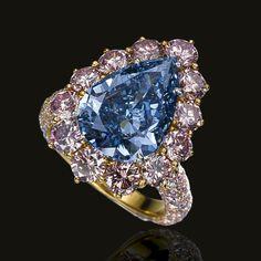4.16-carat fancy-vivid blue diamond ring