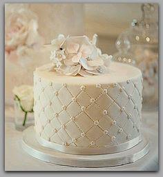 Pasteles de Cumpleaños para mujeres de 30 e imagenes de tortas decoradas para mujeres, ideas de tortas de cumpleaños para mujeres adultas y atrevidas, Aquí.. Diamond Wedding Cakes, Amazing Cakes, Mousse, Catering, Food Porn, Decorative Boxes, Birthday Cake, Favorite Recipes, Candles