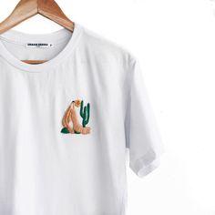 Camiseta Bordada Abaporu Embroidery On Clothes, Embroidered Clothes, Embroidery Art, Aesthetic Shirts, Aesthetic Clothes, Custom Clothes, Diy Clothes, Mama Shirt, Sewing Techniques