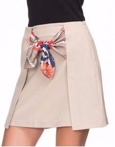 This Pin was discovered by ŞükInteresting and very beautiful details of skirts . Fashion Sewing, Diy Fashion, Fashion Dresses, Fashion Looks, Womens Fashion, Skirt Outfits, Dress Skirt, Moda Chic, Dress Patterns