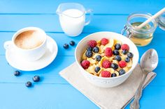 Cereal can be a quick, nutritious meal or even a snack, especially if you don't have time to cook breakfast. Cereals energize us with complex carbohydrates and make a dent in our daily fiber goal. Healthy Exercise, Get Healthy, Healthy Tips, Healthy Eating, Healthy Recipes, Healthy Food, Clean Eating, Breakfast Carbs, Breakfast Bowls