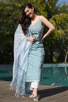 Simple Kurta Designs, Kurti Neck Designs, Kurta Designs Women, Indian Wedding Outfits, Indian Outfits, Designer Blouse Patterns, Designer Dresses, Congratulations Quotes, Patiala Dress