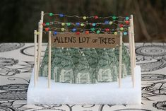 These origami trees made out of dollar bills are a fun and festive way to give money to a host this holiday season. Plus, the display is super cute to leave out as decoration. #regalos #2016 #trends #original #regalos #originales #amigo #invisible http://www.regaletes.com/