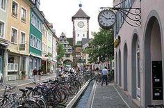 Bächle und Fahrräder in Freiburg